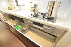 システムキッチンのワークトップは人造大理石♪