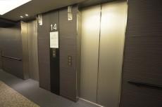 エレベーターは2基設置されています。