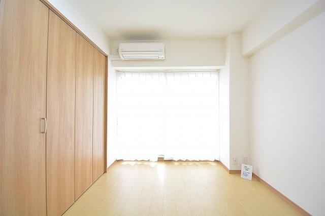 約6.0畳の洋室にはエアコン設置済み