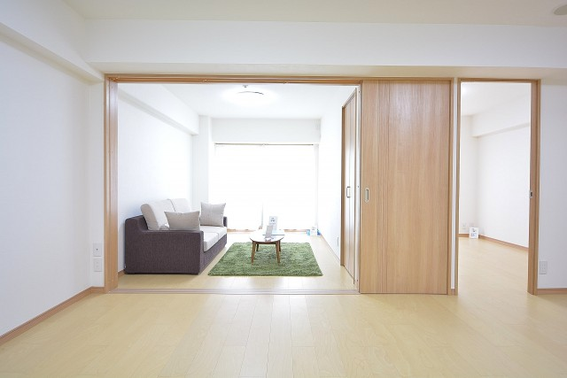リビングと洋室をつなげて広々とした空間に♪