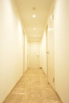 廊下も大理石♪