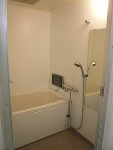 弦巻リハイム TV付の浴室205