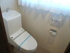 マンション駒場 窓があるウォシュレット付トイレ