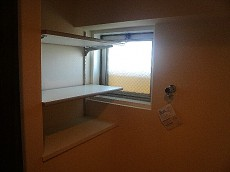 マンション駒場 洗濯機置き場プラス収納棚
