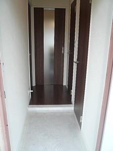 白を基調とした玄関ホール