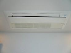 壁一面の収納 7.3帖洋室 エアコン