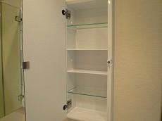 ワイドな洗面化粧台 サイドミラー収納