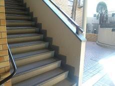 ライオンズマンション碑文谷 こちのの階段から