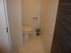 洗濯置き場・トイレです。