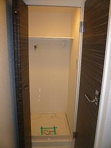 第三宮庭マンション 棚付き洗濯機置き場!