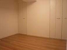6.4帖の洋室には充実のクローゼット