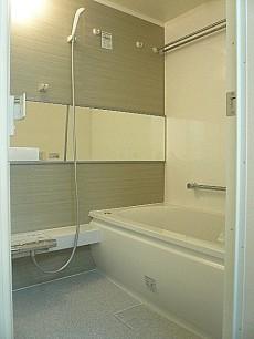 中銀築地マンシオン 浴室乾燥機・追炊き付きの浴室です。