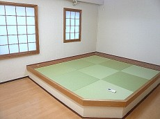 麻布網代マンション 畳と障子のある和室です。