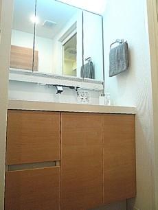 トーア新富マンション 洗面化粧台です。