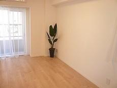 トーア新富マンション バルコニーに面している5.7帖洋室