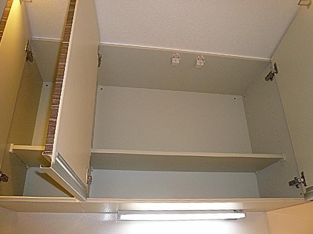 弦巻リハイム キッチン吊戸棚