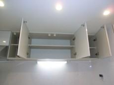 キッチン上部・耐震ラッチ付吊戸棚