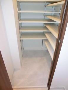 廊下にある納戸スペース