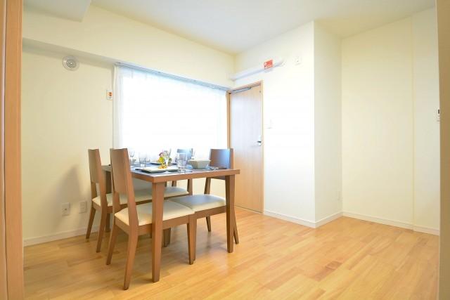 松濤ハウス 約6.7畳のダイニングキッチン