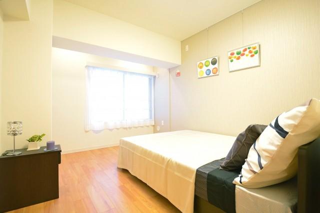 松濤ハウス ピクチャーレールのある約7.1畳の洋室