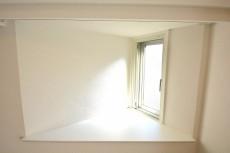 朝日白山マンション リビングの出窓