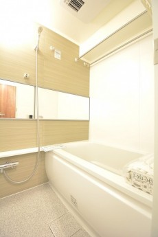 朝日白山マンション 追い焚き機能と浴室換気乾燥機付きバスルーム