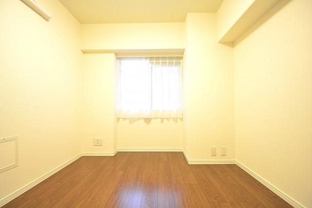 朝日白山マンション 約5.4畳の洋室