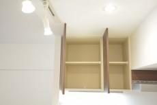 ストークマンション三田 キッチン上部にも収納あります