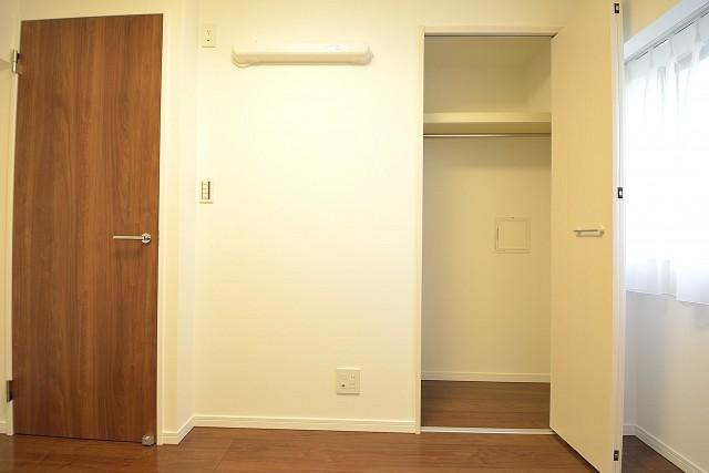 ストークマンション三田 約5.3畳の洋室のクローゼット