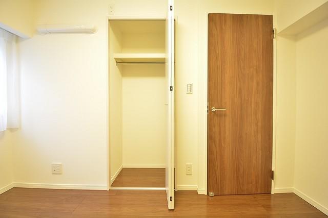 ストークマンション三田 約5.2畳の洋室のクローゼット