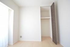 約5畳の洋室のクローゼット