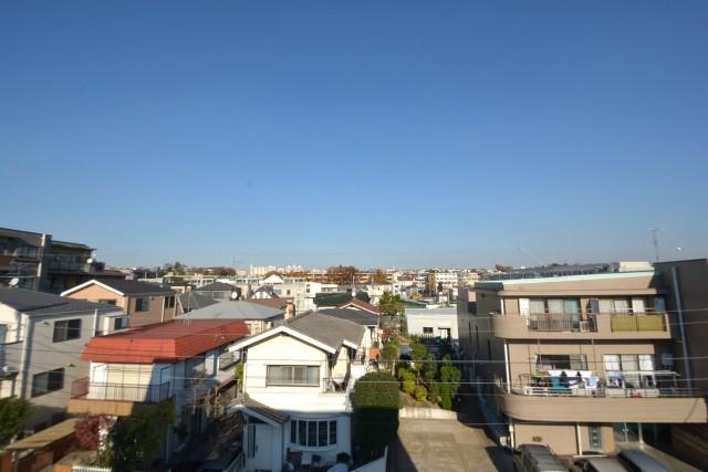 北東向きバルコニーからの眺望
