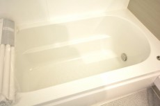 ハイツ日本橋中洲 追い焚きと浴室換気乾燥機能付きバスルーム