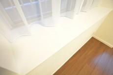 ハイツ日本橋中洲 約4.5畳の洋室の出窓