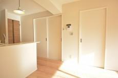 リビング内の洋室の扉