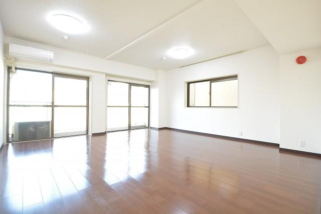 クレール麹町 約14畳の広びろリビングダイニング