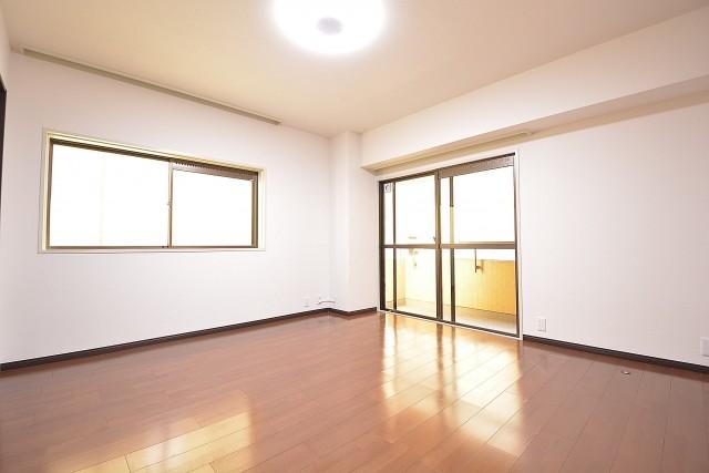 クレール麹町 約9.1畳の洋室