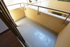 クレール麹町 約9.1畳の洋室側のバルコニー