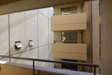 クレール麹町 約9.1畳の洋室側のバルコニーからの眺望