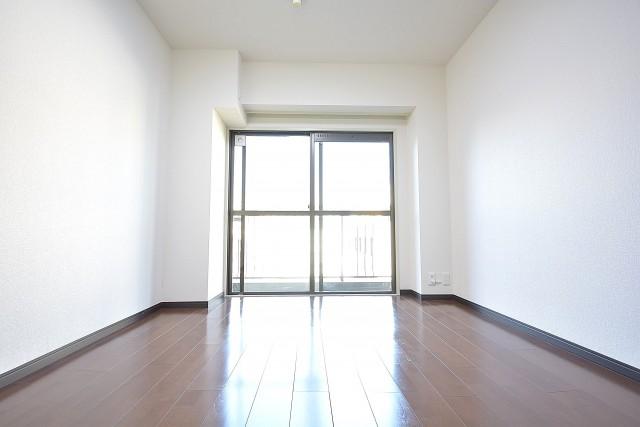 クレール麹町 約6.2畳の洋室