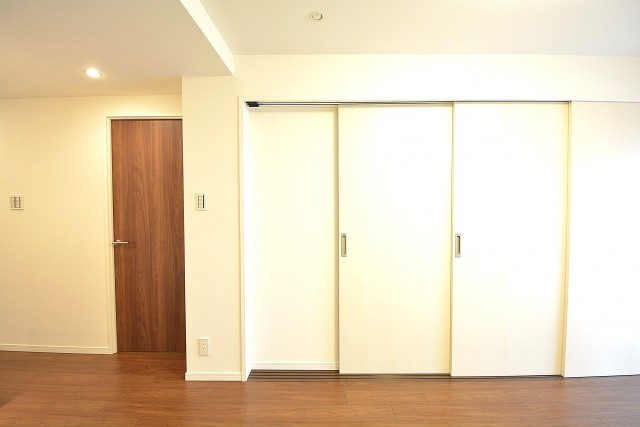 明石町アビタシオン 洋室の扉