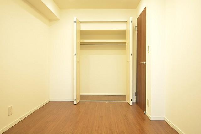 明石町アビタシオン 約6.2畳の洋室のクローゼット