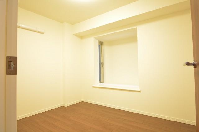 明石町アビタシオン 約4.7畳の洋室