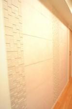 松濤ハウス 廊下壁面にはエコカラット♪