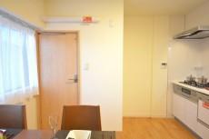 松濤ハウス 洗面室の扉