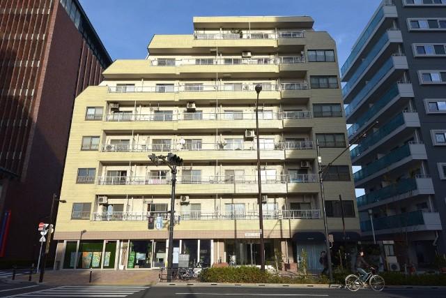 松濤ハウス 山手通り沿いに建っています