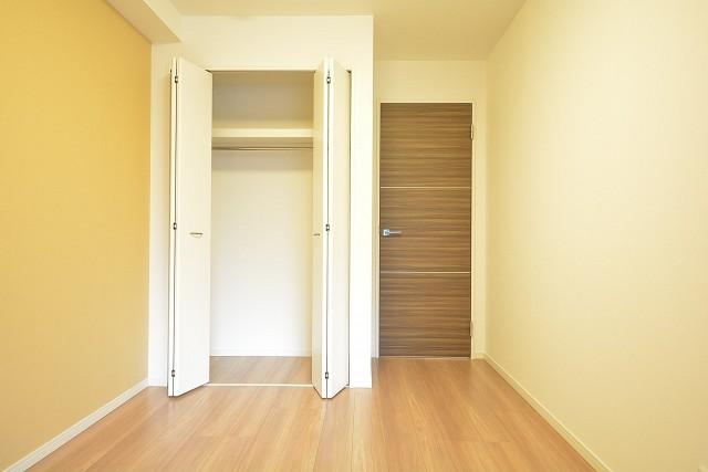 三田富洋ハイツ 約5.4畳の洋室のクローゼット