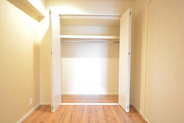 キッチン脇の洋室のクローゼット