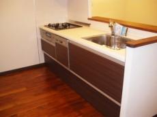 食洗機と水栓に浄水器内蔵のシステムキッチン