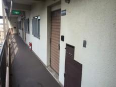シャンボール柿の木坂 玄関前